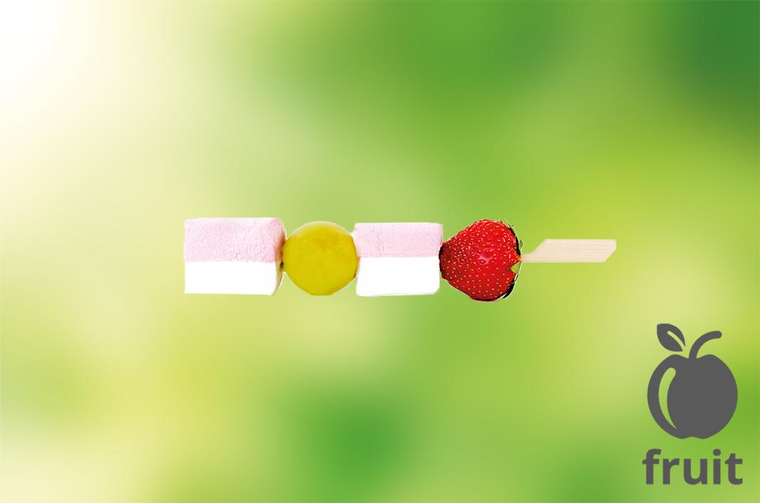 brochette met snoep en fruit